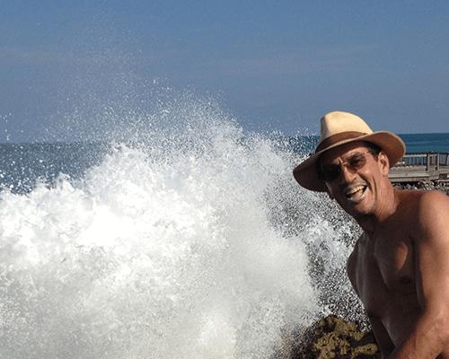 Dr. Aparicio en uno de sus fabulosos viajes en Bali.
