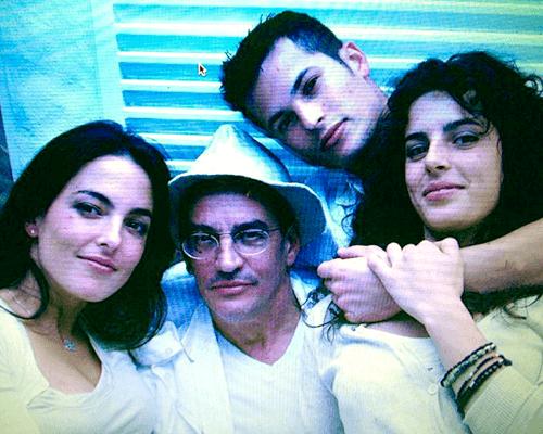 Dr. Carlos Aparicio con sus hijos