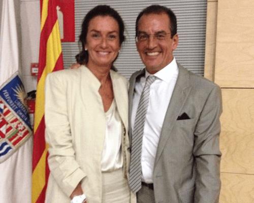 Dr. Aparicio junto a su mujer