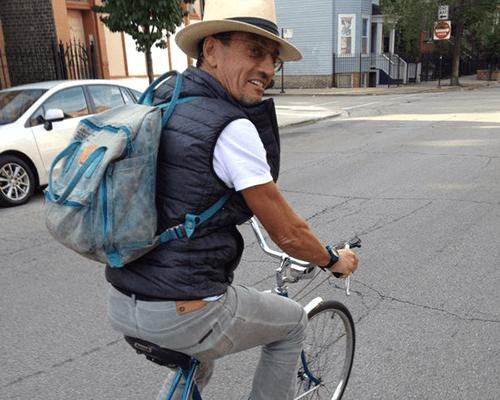 Dr. Aparicio paseo en bicicleta por Nueva York.