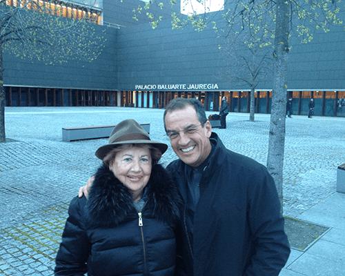Dr. Carlos Aparicio con su madre